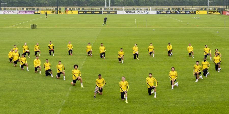 Borussia_Dortmund_knee_blacklivesmatter